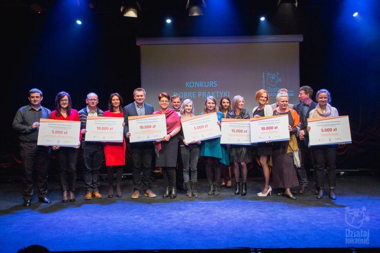Przedstawiciele wszystkich ODL wyróżnionych w konkursie na dobre praktyki