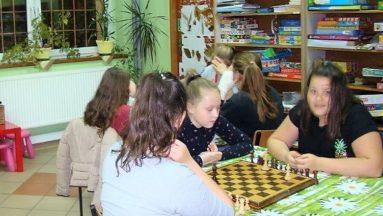 Młodzież chętnie wybierała także tradycyjne gry. Fot. GOK