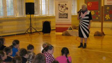 Pani Teresa Inglot opowiada dzieciom o swej podróży do Chin