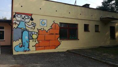 mural stworzony przez młodych mieszkańców Pogwizdowa