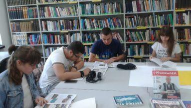 W poszukiwaniu informacji analizowaliśmy materiały archiwalne w bibliotece