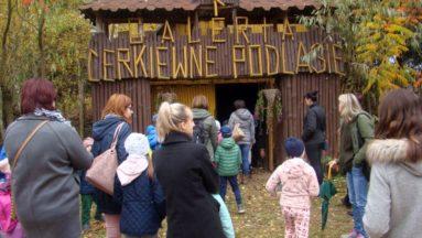 Dzieci wraz z rodzicami zwiedzali Galerię Cerkiewne Podlasie