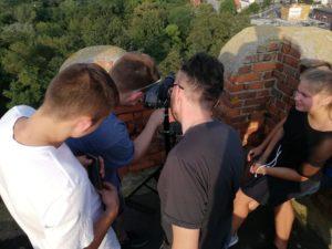 Robienie zdjęć zwieży zamku prochowickiego