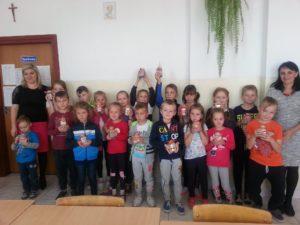 Uczniowie uczestniczący wprojekcie