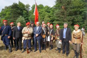 Grupa rekonstrukcyjna Bitwy podGolczowicami wraz zWładzami Gminy