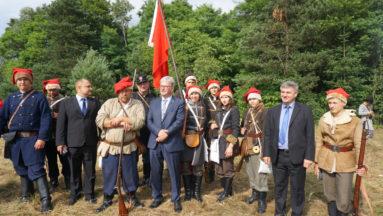 Grupa rekonstrukcyjna Bitwy pod Golczowicami wraz z Władzami Gminy