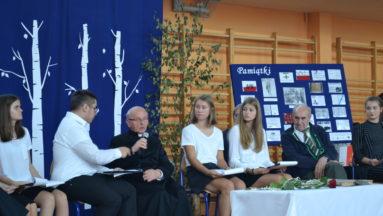 Uczniowie poszukują informacji o Sybirakach zamieszkujących w naszym powiecie