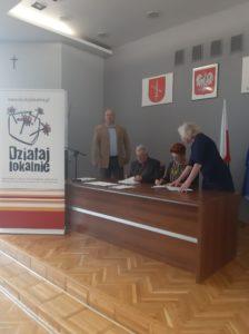 Organizacje wtrakcie podpisywania umowy dotacyjnej