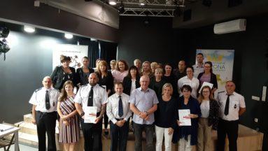 Wspólne zdjęcie grantobiorców oraz przedstawicieli Ośrodka Działaj Lokalnie Korona Północnego Krakowa z Gali wręczania umów.
