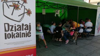 Zdjęcie przedstawia namiot, gdzie można grać w gry planszowe.