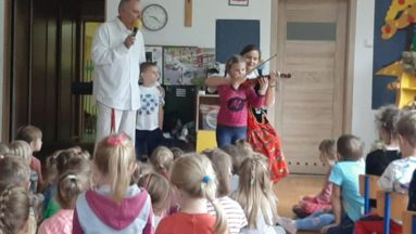 Muzycy Filharmonii Łódzkiej w przedszkolu