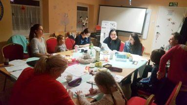 Wspólne spotkania przy języku niemieckim integują mieszkańców i uczą.