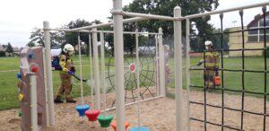 Plac zabaw podczas odkażania