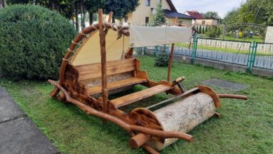 Pojazd jaskiniowców w Szymiszowie
