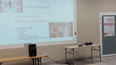 Na zdjęciu widać slajd prezentacji wyświetlany na rzutniku