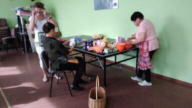 Osoby podczas przygotowywania potraw