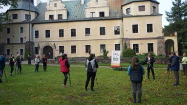 Warsztaty Nordic Walking w ogrodzie przy zamku