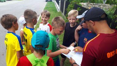 Dzieci uczestniczące w podchodach