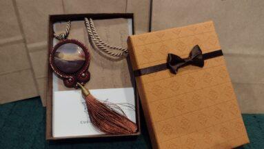 Sutaszowa biżuteria na akcji charytatywnej
